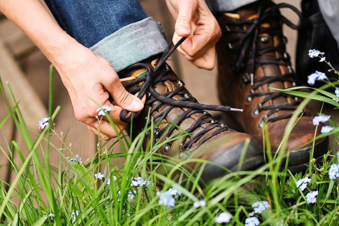 Die Stiefel schnüren und gemeinsam los...die Mitglieder des Schwarzwaldvereins.  | Foto: Henning Kaiser