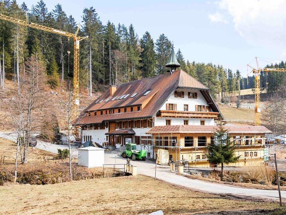 Am bestehenden Gebäude des Hotels Schl...iung von den Bebauungsvorschriften zu.  | Foto: Wilfried Dieckmann