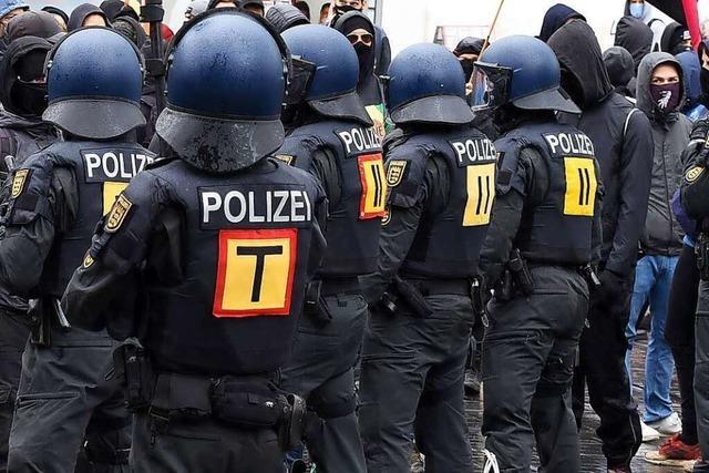 Demonstration zum Frauentag stößt in Freiburg mit Querdenkern zusammen