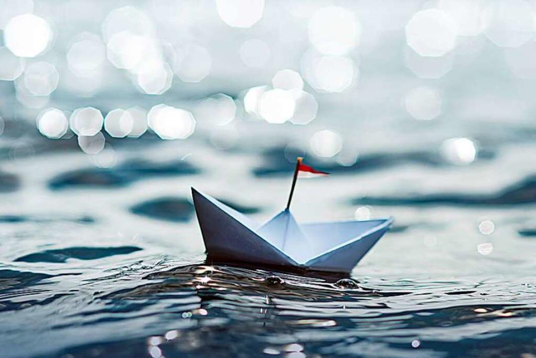 Wer einsam durchs Leben schippert, kan...en der Einsamkeit ernsthaft erkranken.  | Foto: Marco Martins  (stock.adobe.com)