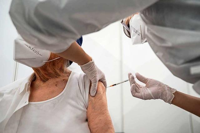 Vorbereitungen für das mobile Impfzentrum im Kurhaus Titisee laufen
