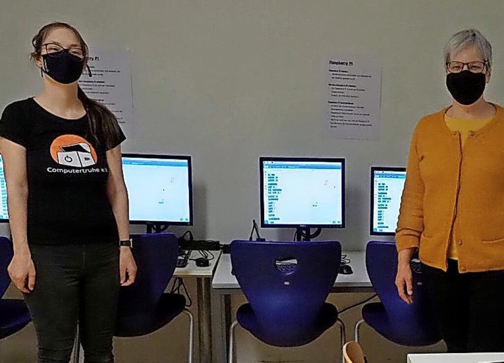 Julia Fiedler (links), stellvertretend...ellvertretende Schulleiterin am SBBZ.   | Foto: Verein
