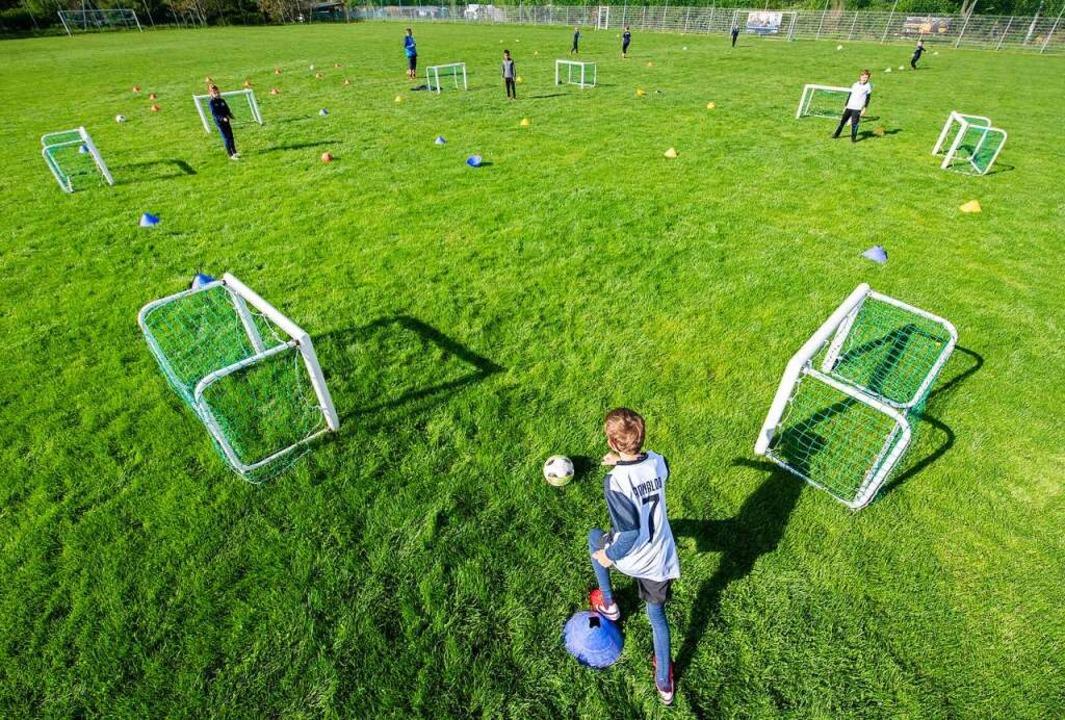 """Luftig soll es sein: """"Fußballtyp...akt"""" soll noch verzichtet werden    Foto: Robert Michael (dpa)"""