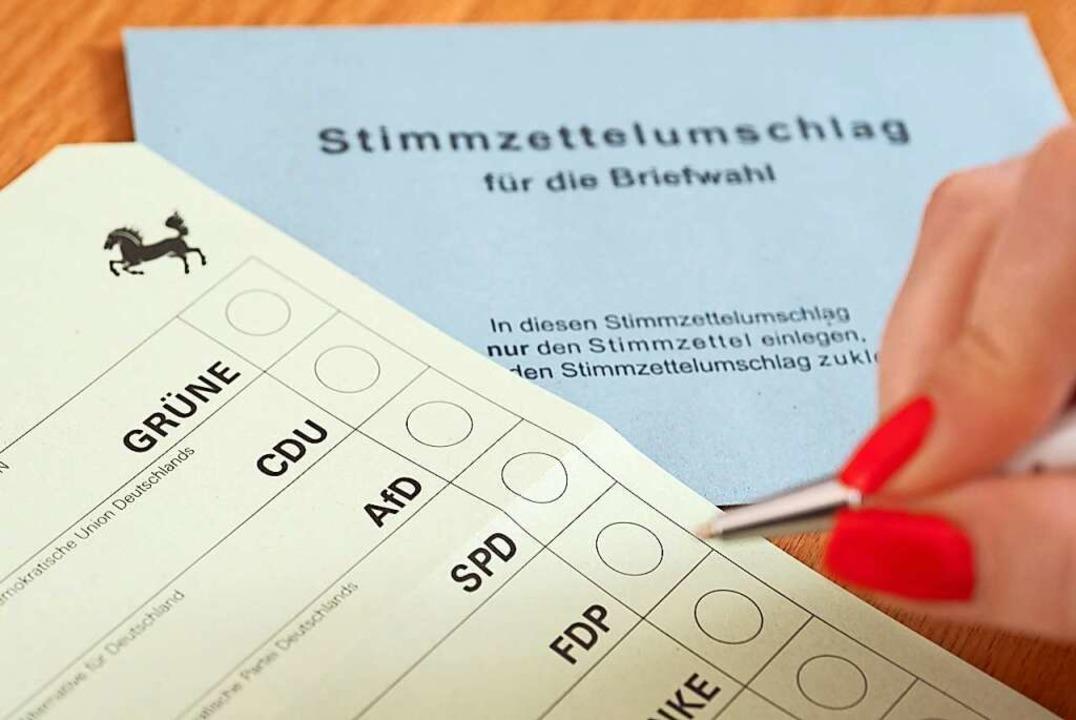 Wo wird das Kreuz gesetzt? Um Erstwähl...teien auf personalisierte Wahlwerbung.    Foto: Bernd Weissbrod