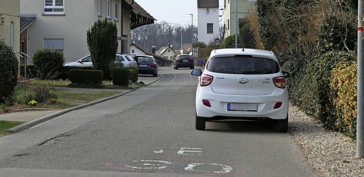 Die Ortsdurchfahrt Maugenhard wird in ...en Schilder und Piktogramme verblasst.  | Foto: Victoria Langelott