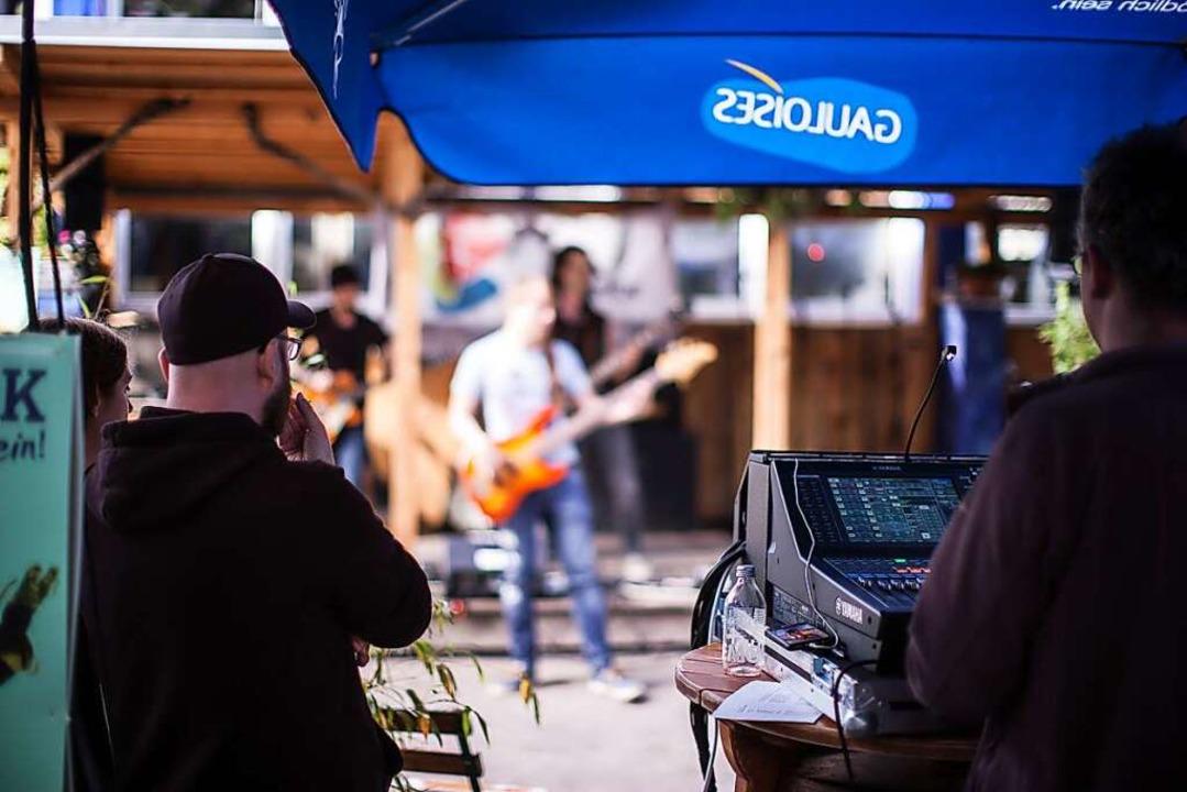 Musik im Freien ist eine Option für Konzerte trotz Corona (Symbolbild).  | Foto: Janos Ruf