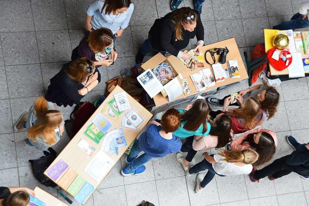 Mit Jugendlichen ins Gespräch kommen u...s möchte das Jugendreferat vermitteln.    Foto: Horatio Gollin