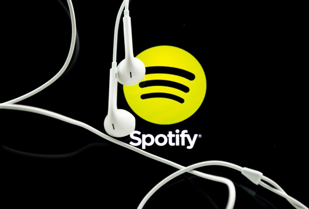 Spotify ist ein populärer Streaming-An...r für Musik und Podcasts aus Schweden.  | Foto: Ole Spata