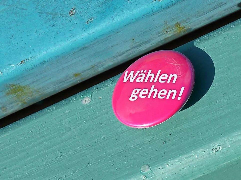 Aufruf zur Wahl per Sticker: Am kommen...tag wird in Baden-Württemberg gewählt.  | Foto: Bernd Settnik