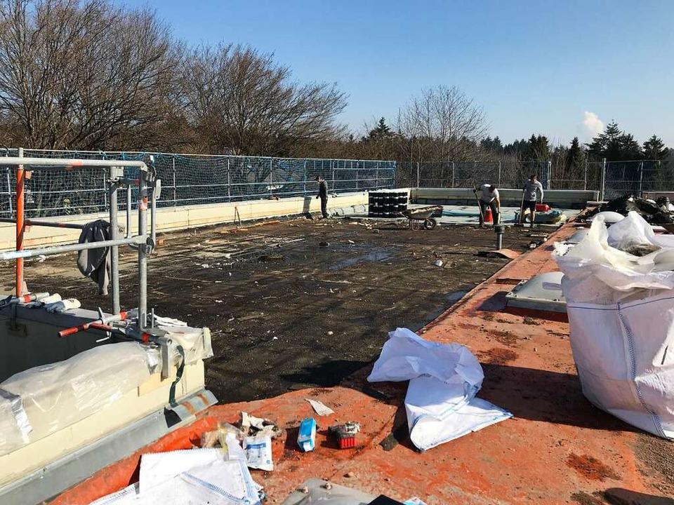 Das Dach der Hans-Thoma-Schule Laufenb...ird ebenfalls saniert und umgestaltet.    Foto: Yvonne Reich