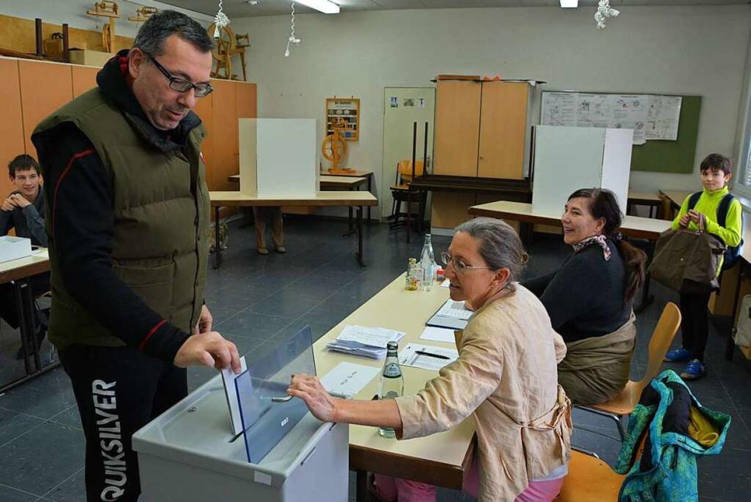 Keine Masken, keine Abstände: 2016 war...eigt ein Wahllokal in Grenzach-Wyhlen.    Foto: Heinz u. Monika Vollmar