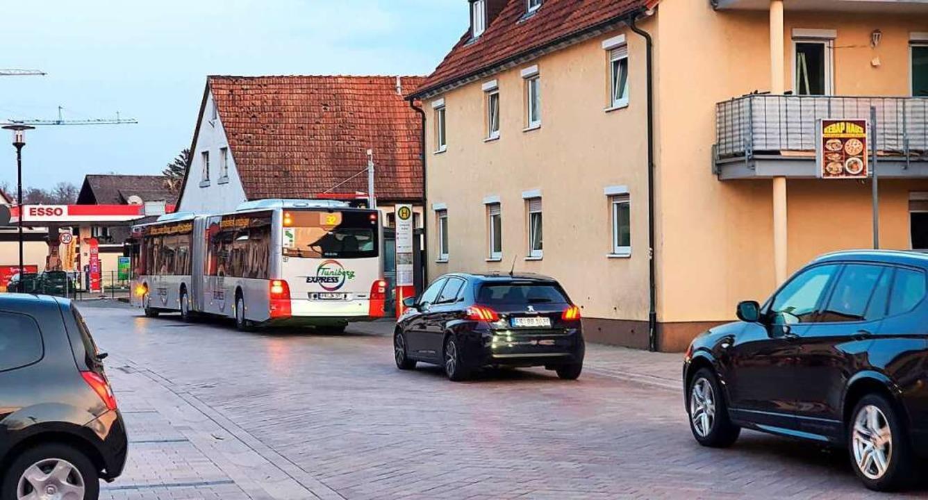 Derzeit verbinden zwei Buslinien der V...ahnendhaltestelle Freiburg-Paduaallee.  | Foto: Julius Wilhelm Steckmeister