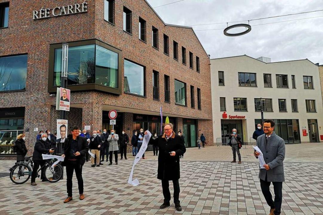 Baubürgermeister Oliver Martini, OFB-C... das Rée-Carré offiziell für eröffnet.  | Foto: Ralf Burgmaier