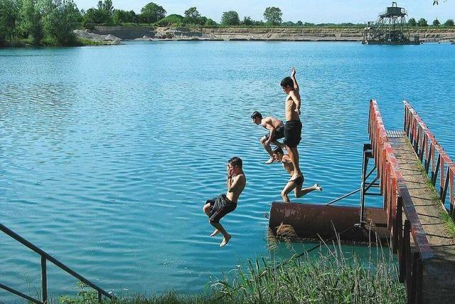 Am Wyhler Baggersee kann erstmal weiter gebadet werden
