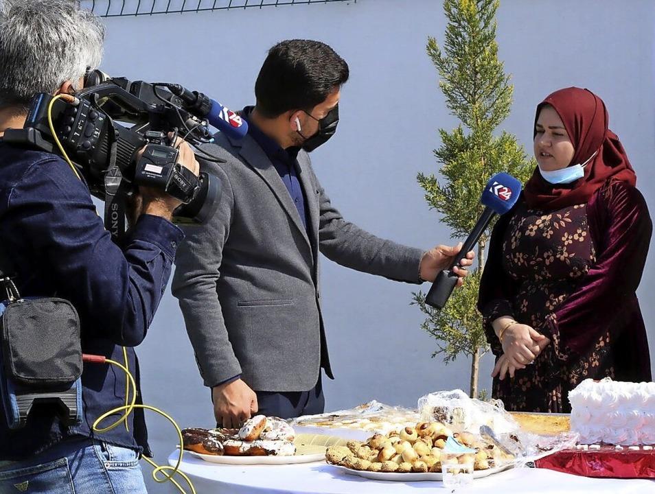 Bei der Eröffnung der Bäckerei zum Int...ichtete auch das irakische Fernsehen.   | Foto: Verein Zarok