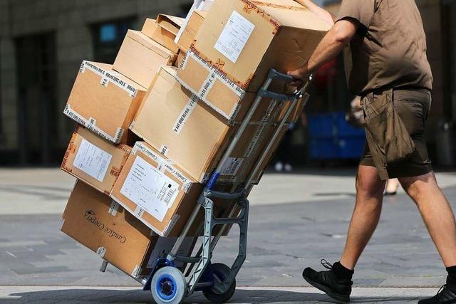 Paketbote muss für 16 Monate in Haft, weil er Retouren unterschlagen hat