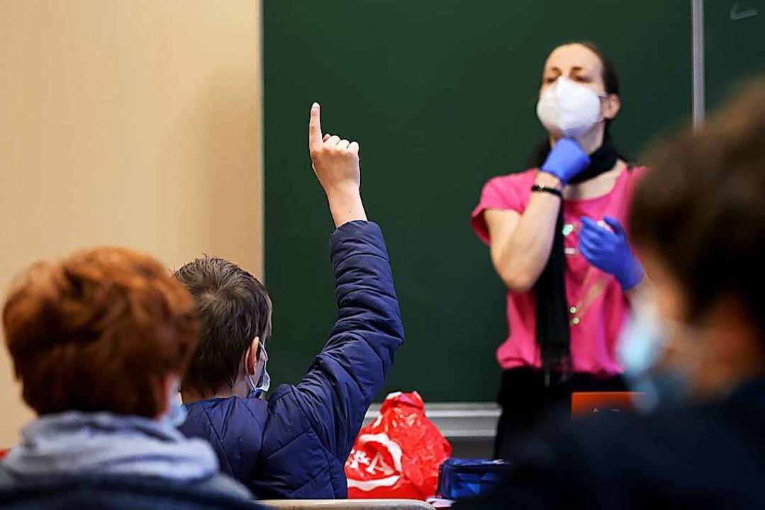 Präsenzunterricht an einer Schule. (Symbolbild).  | Foto: Ronny Hartmann (dpa)