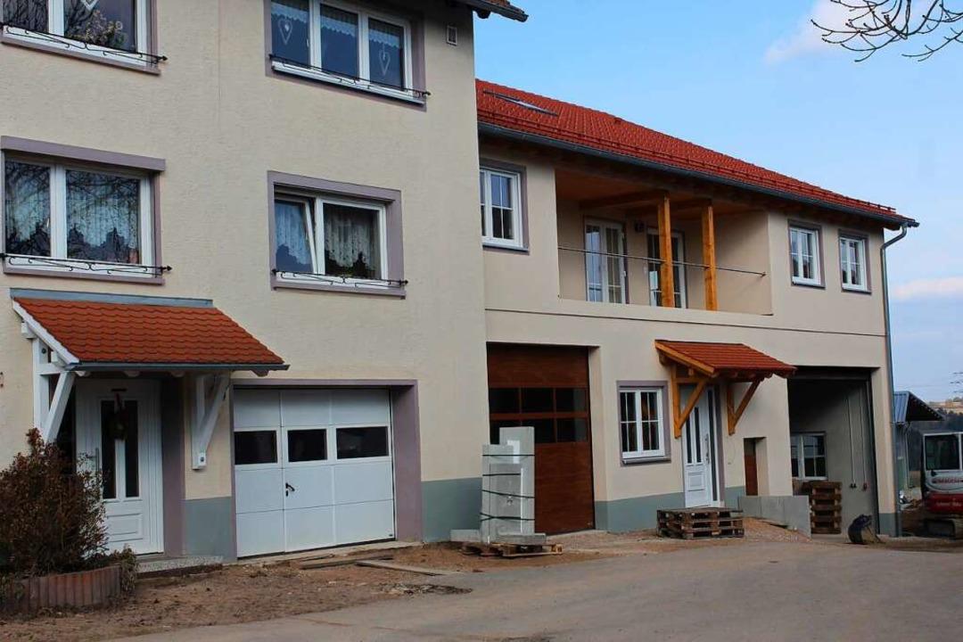 Das alte Ökonomiegebäude der Familie H... dem Neubau von vier Ferienwohnungen.   | Foto: Christa Maier
