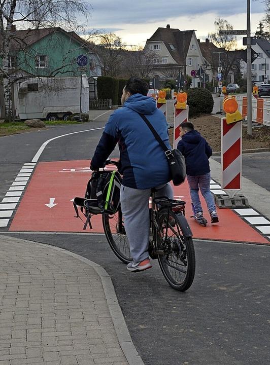 Der Umbau ist fast fertig, die Radfahrer können bereits die neue Furt benutzen.  | Foto: Hannes Lauber