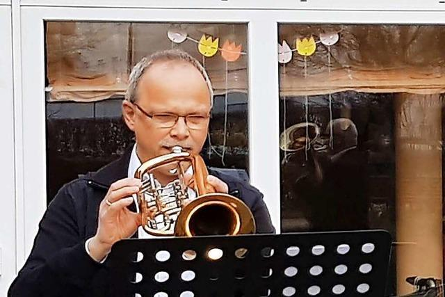 Zwei Blasmusiker aus Oberschopfheim erfreuen Menschen in Pflegeheimen
