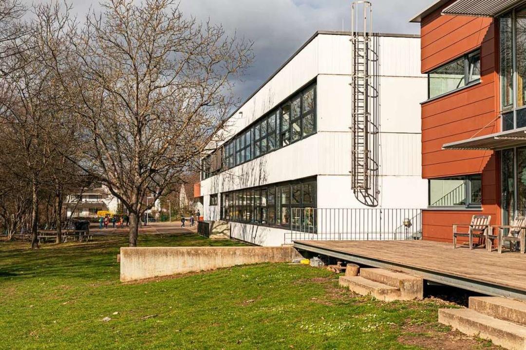 An der Brückleackerschule in Denzlingen werden alle Fenster erneuert.  | Foto: Hubert Gemmert