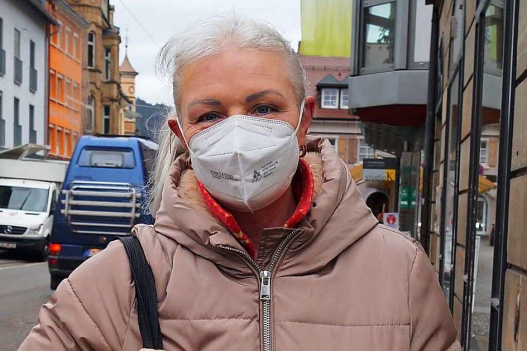 Marianne Glaser (57), Waldkirch: Für d...hem Anlass soll ich die denn anziehen?    Foto: Savanna Cosma