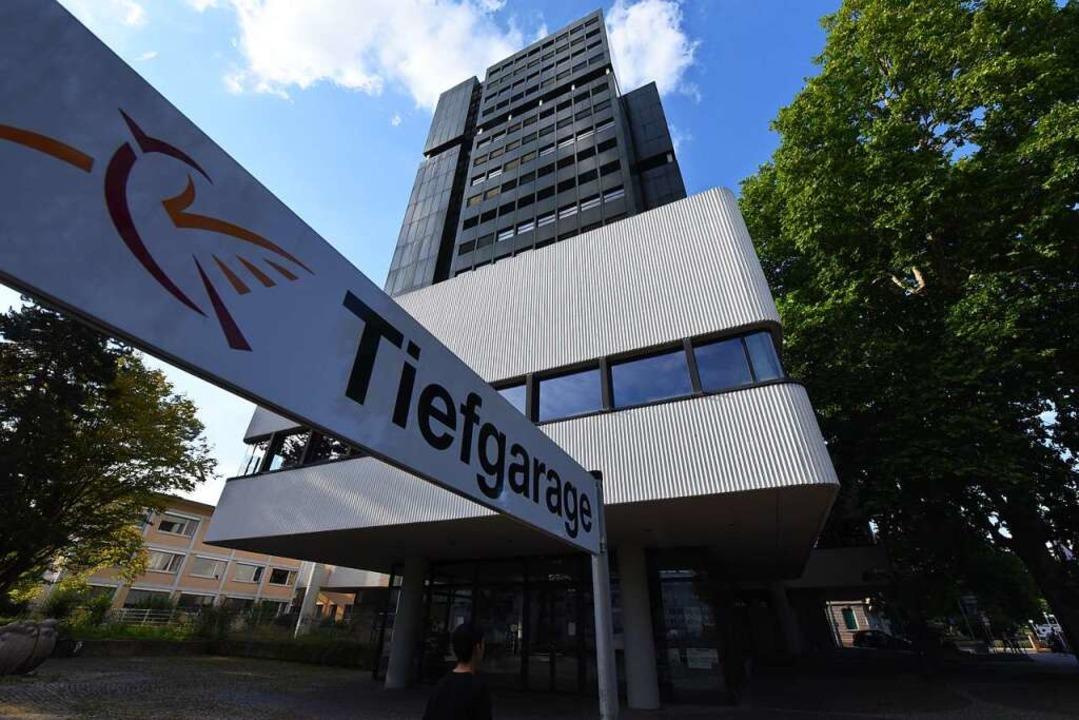 Ein Gebäude mit Symbolkraft: das Lörracher Rathaus  | Foto: Jonas Hirt