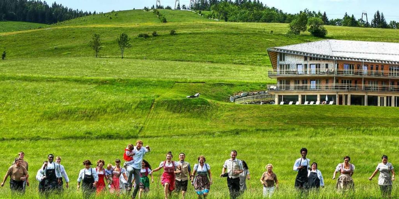 """Das Team des Naturparkhotels """"Der Waldfrieden""""    Foto: derWaldfrieden naturparkhotel"""