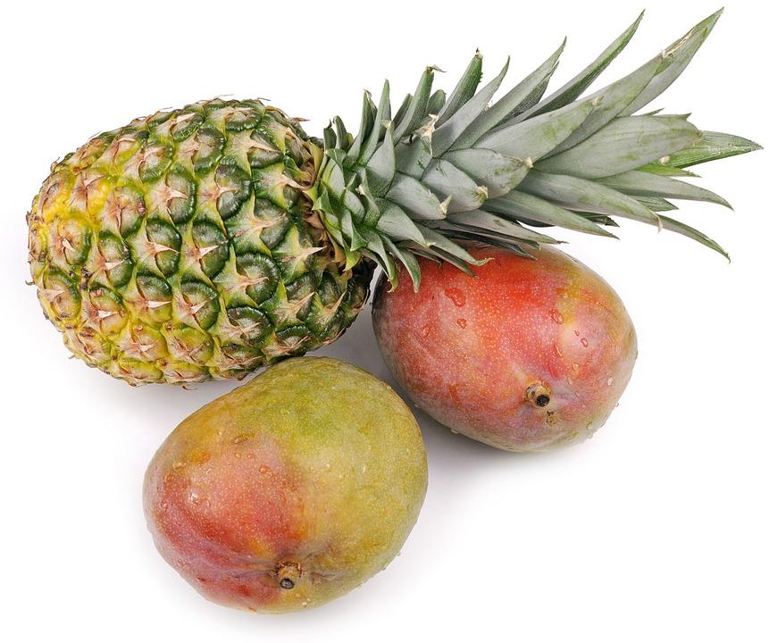 Sind weit mit dem Flugzeug gereist: Ananas und Mangos  | Foto: gradt (stock.adobe.com)