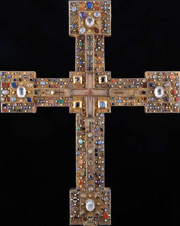 Ein ungemein kostbares Exponat: das Adelheidkreuz (Ende 11. Jahrhundert)  | Foto: Gerfried Sitar