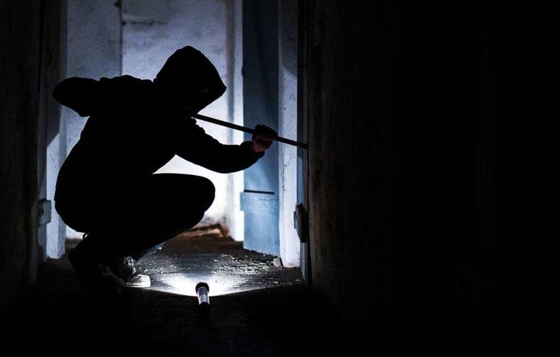 Unbekannte Täter brachen in ein Lebens...chäft in Emmendingen ein (Symbolbild).    Foto: Silas Stein (dpa)