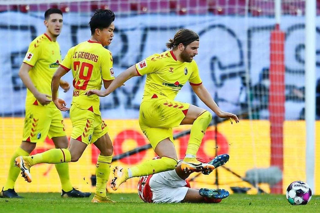 Gegen aggressive Mainzer taten sich Ke...g und Lucas Höler (von links) schwer.   | Foto: SC Freiburg/Achim Keller