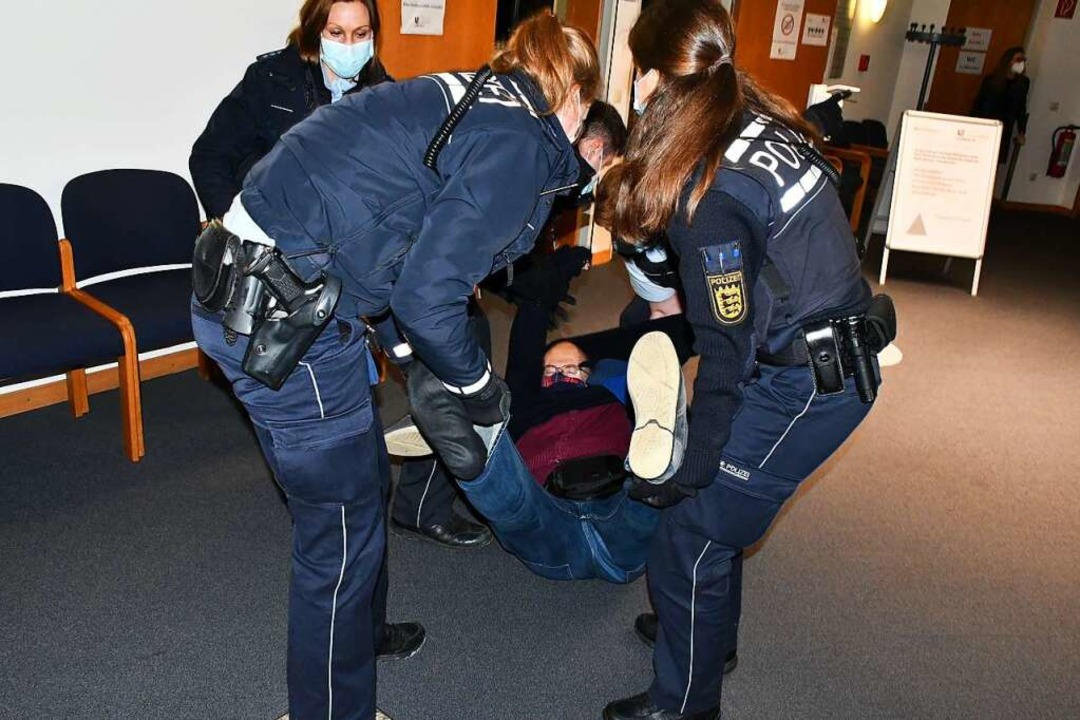 Dietmar Ferger, Kandidat der Basis, wi... einer medizinischen Maske verweigert.  | Foto: Barbara Ruda
