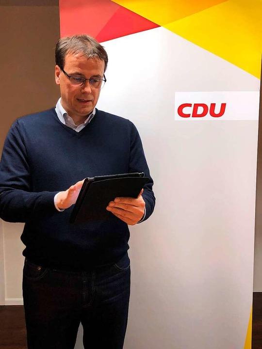 Volker Schebesta verfolgt mit Fassung die Wahlergebnisse.  | Foto: privat