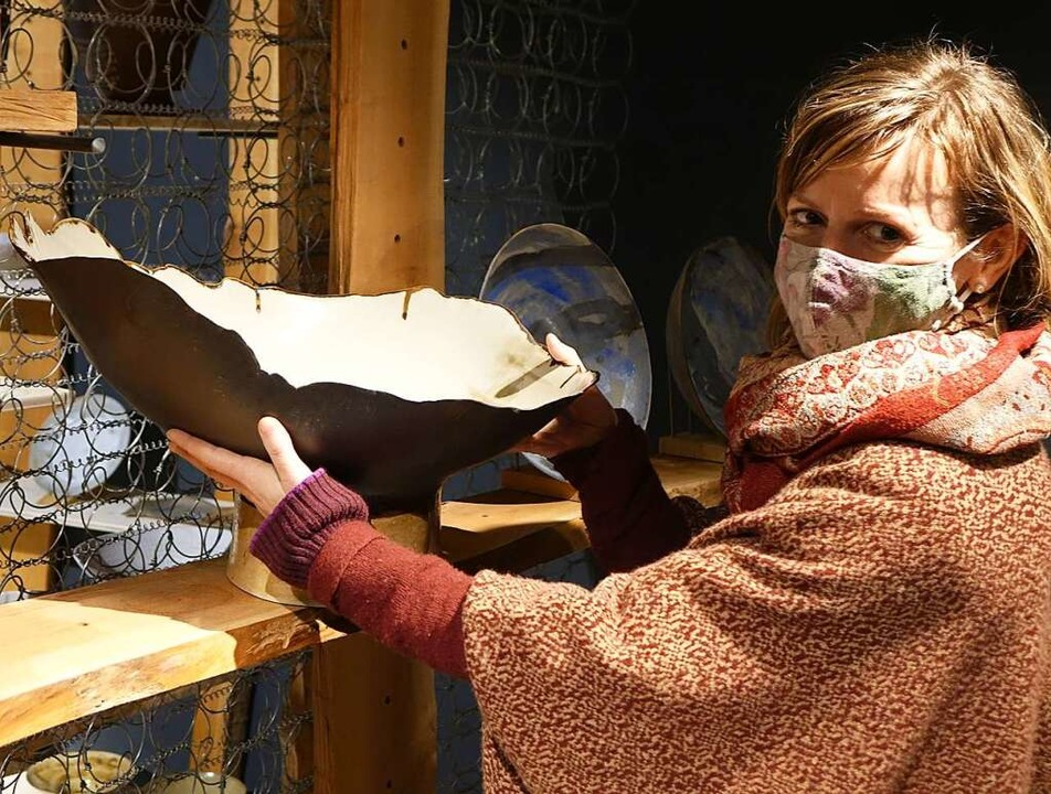 Corinna Smyth mit einer Schale  | Foto: Roswitha Frey