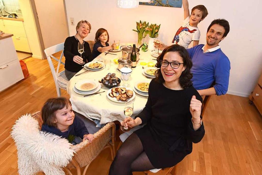 Die neu gewählte Landtagsabgeordnete N...t-Cast bei ihrer speziellen Wahlparty.  | Foto: Rita Eggstein