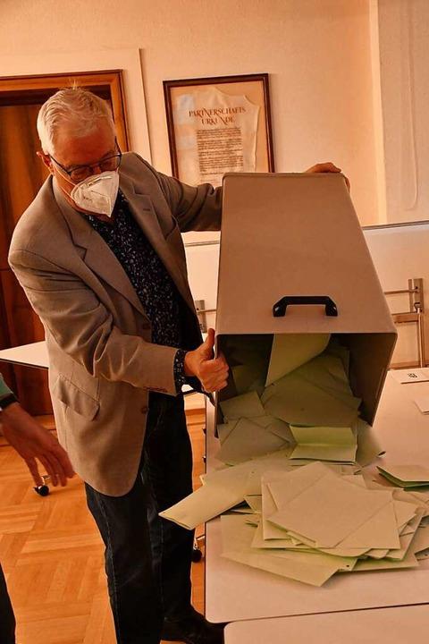 Der Wählerwillen kommt im Rathaus Neustadt auf den Tisch.  | Foto: Tanja Bury