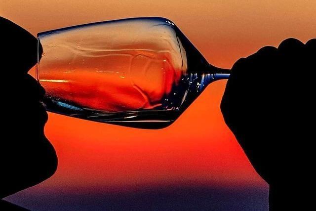 Mogeln beim Preis einer Weinflasche lohnt sich für den Gastgeber