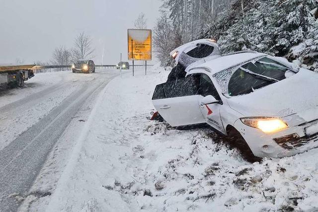 Mehr als Dutzend Unfälle auf winterlichen Straßen