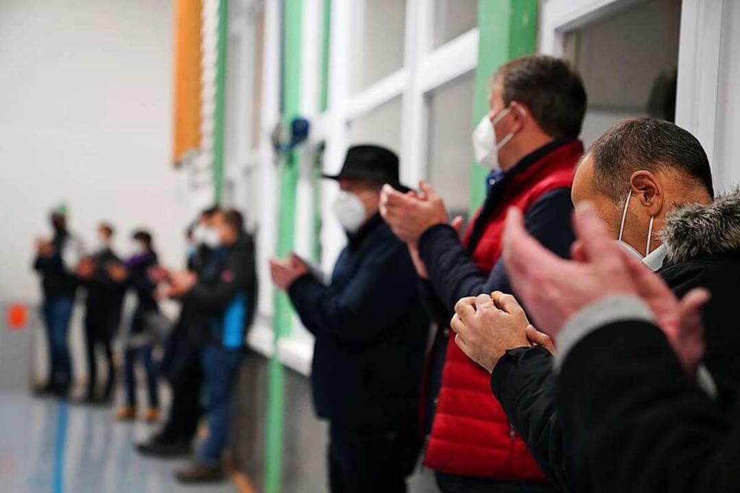 Applaus für den alten und neuen Bürgermeister in St. Märgen.  | Foto: Susanne Gilg