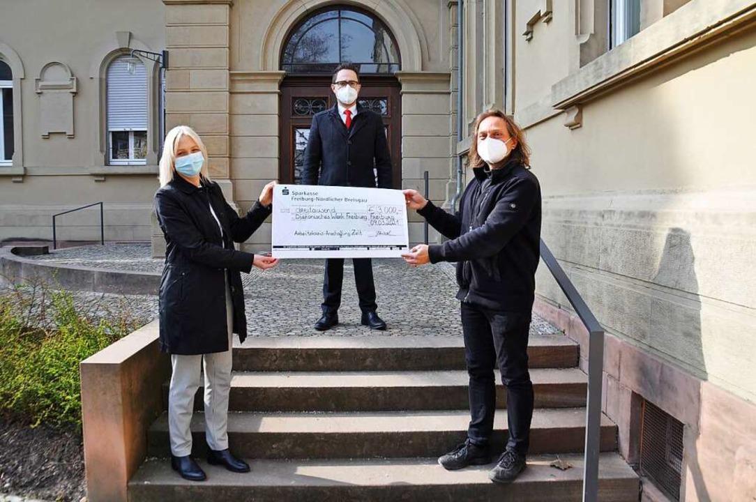 Das Bild zeigt von links Beate Schwarz...asse) und ABC-Leiter Bertram Goldbach.  | Foto: ABC