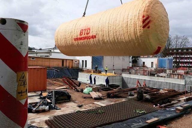 10 Tonnen schwerer Wärmespeicher für den Vita Classica-Anbau angeliefert
