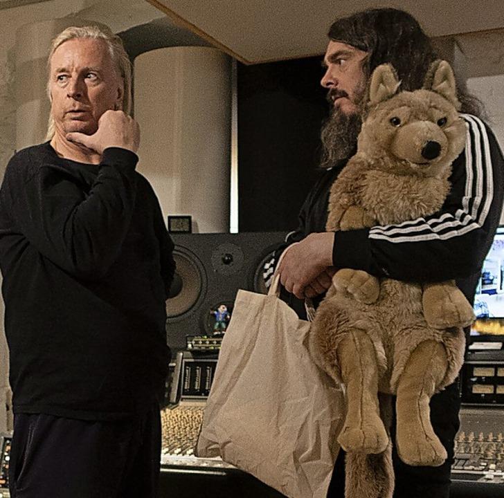DJ Hell und Jonathan Messe mit Plüschw...de ohne Mama Meese im Berliner Studio.    Foto: Jan Bauer
