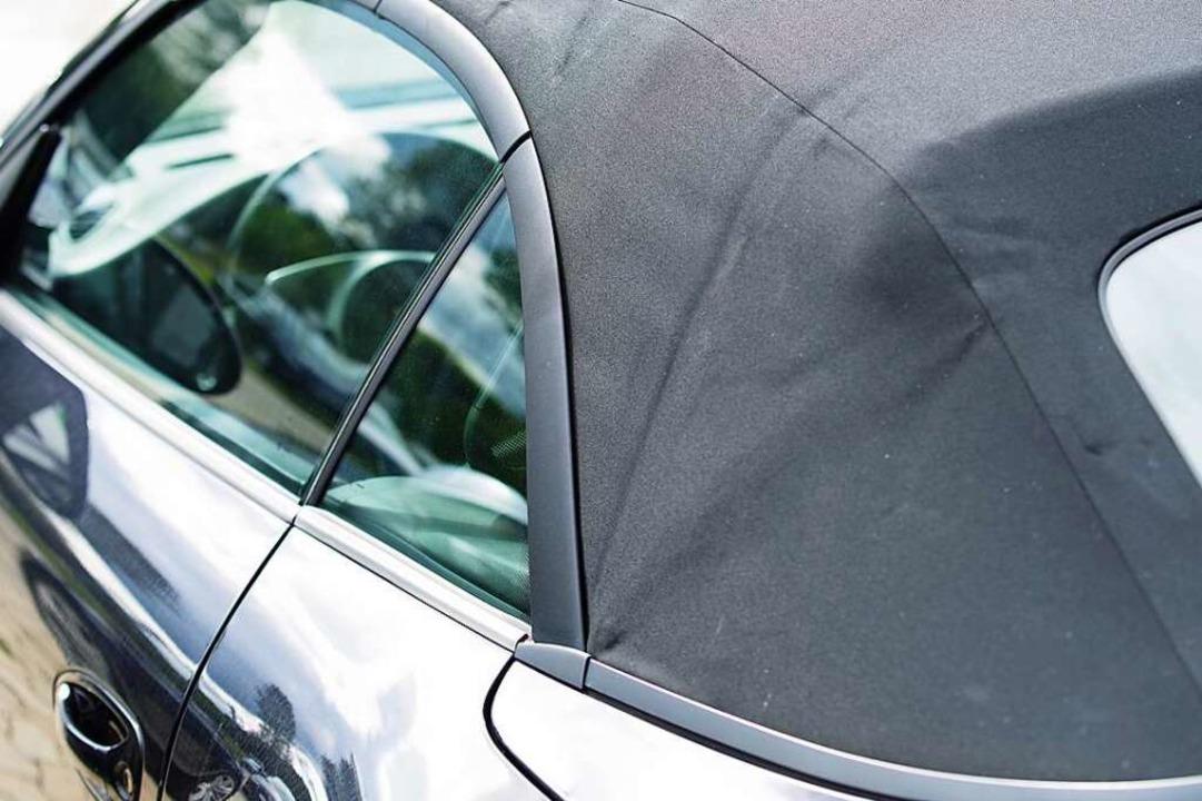 Ein 42-Jähriger hat das Stoffdach eine...achtet und festgehalten. (Symbolbild).    Foto: Wellnhofer Designs (Adobe Stock)