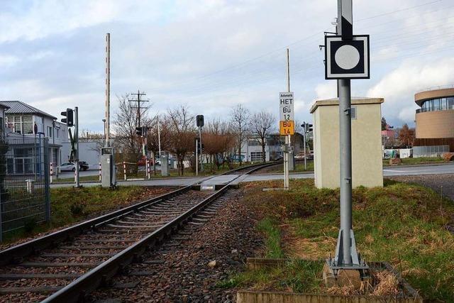 Wer bezahlt die Unterhaltskosten für einen neuen Bahnübergang?