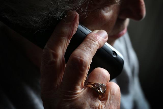 Falscher Bankberater betrügt ältere Dame um Ersparnisse
