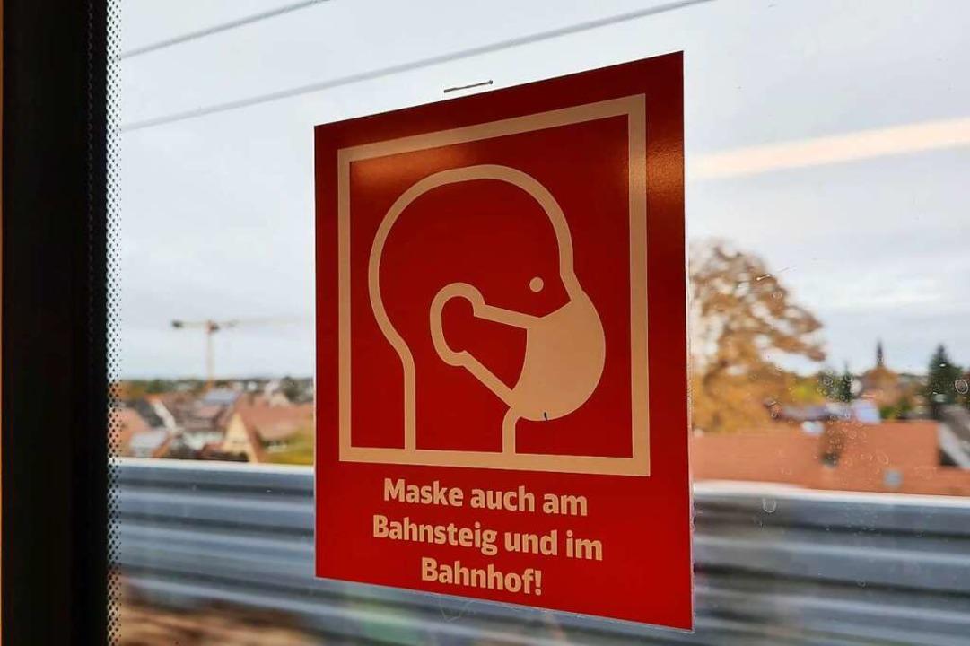 Unterwegs im Dreiland: Trotz Maske steigen die Infektionszahlen wieder.  | Foto: Stefan Ammann