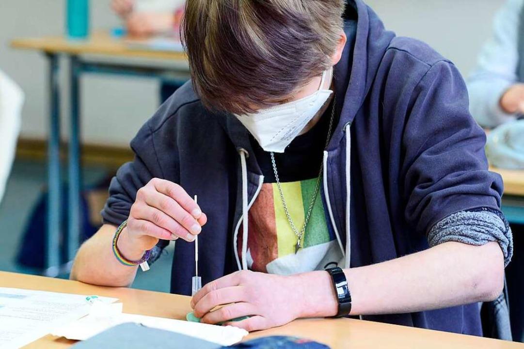 Tests zum Selbermachen kommen immer öfter an Schulen zum Einsatz.   | Foto: Ingo Schneider