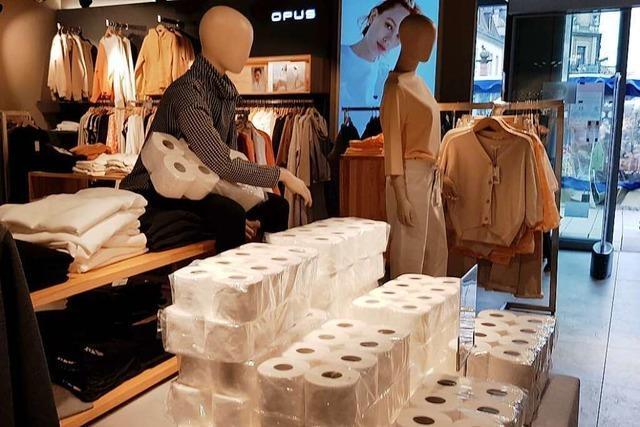 Klopapier-Flagshipstore: Emmendinger Modehaus nutzt Lücke in Corona-Auflagen
