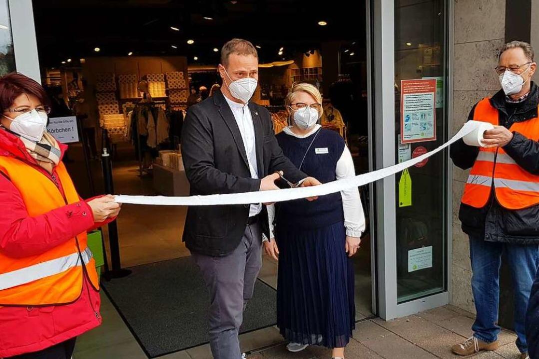 Am Freitag wurde der Laden wiedereröffnet.  | Foto: Gerhard Walser